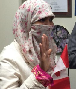 Zenura Ishaq, after winning a court case allowing her to wear her niqub, recites oath to become a Canadian citizen. Photo courtesy CBC.